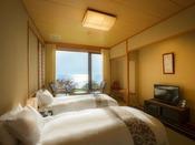 【潮亭】ツインベッド客室でゆったりと流れる旅時間を堪能する。
