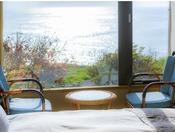 オーシャンビューの客室からは美しい海が一望できます。
