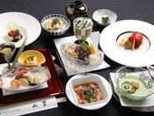 地元の料理研究家 喜田芳子先生監修のもと山里の料理長が直虎の郷里 井伊谷(引佐地区)や遠州地方の特産物をふんだんに使い井伊家をイメージしてお作りした特別メニューです。