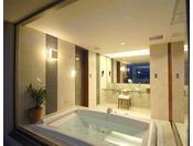 【客室内バスルーム】広々としたバスルームで心身ともにリフレッシュ