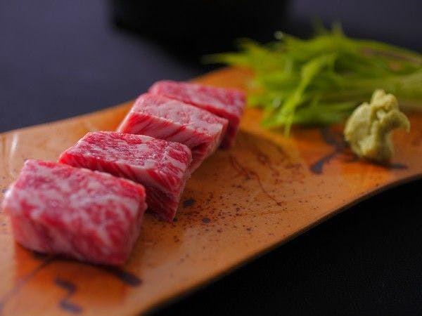 絶品の京都丹波牛ステーキを岩塩で食す