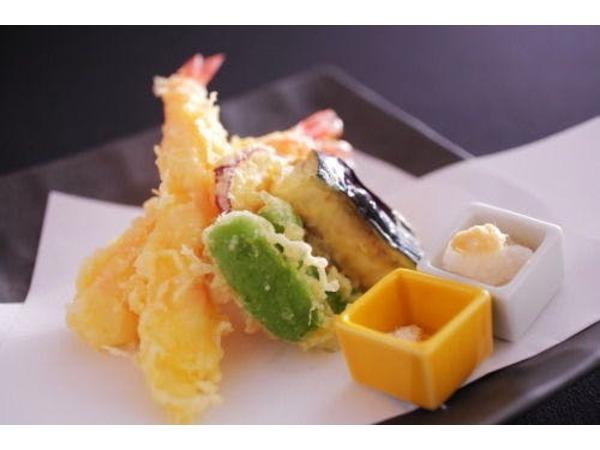 別注料理で人気のカニの天ぷら