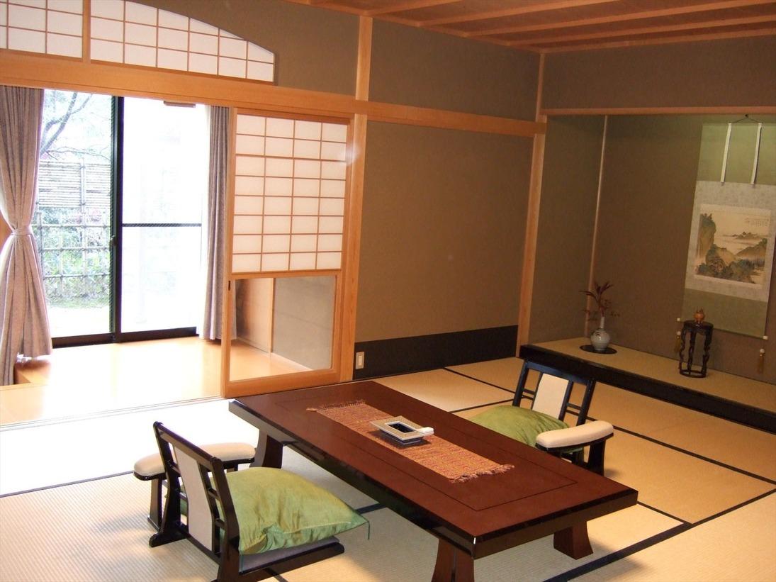月の棟 露天風呂付き客室「こおろぎ」数寄屋造りとなっており、部屋付きの露天風呂でゆったりとくつろいでいただけます。