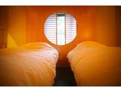~松風庵 松緑の間(105号室)~ ねむりの間。眠りを追求した最高級の寝具をお楽しみ下さい。