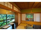 ~松風庵 松径の間(106号室)~ 木々に囲まれた閑静な環境や源泉露天風呂をお楽しみ下さい。