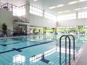 室内温水プール◆温水25mプール。子供用深さ60cm・30cm完備。レンタル水着あり 10:00~21:00