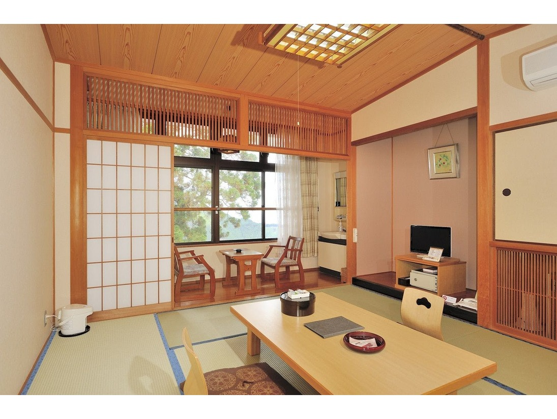 杉木立側の和室タイプのお部屋