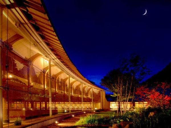 庭園から眺める月夜と満天の星空は格別です