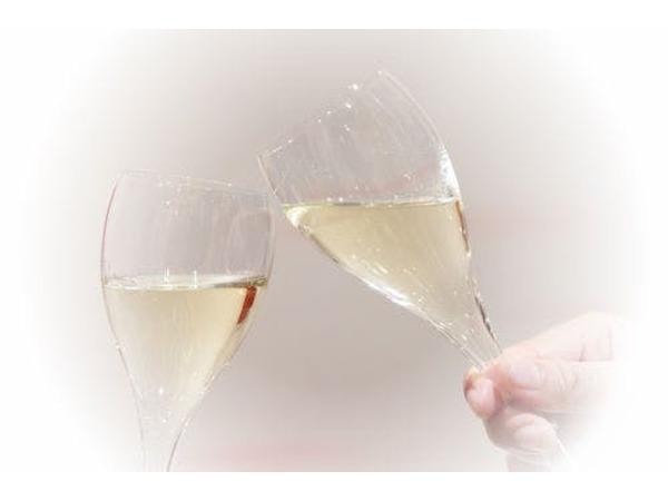 乾杯用にシャンパンをご用意いたします。