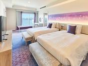 特別フロアに位置し、独立したベッドルームと書斎スペース、ダイニングエリアを持つリビングルームを備えた最もグレードの高いゲストルーム。