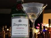 【BAR】カクテルの王様といえばマティーニ。幻想的な明りの中ウィスキー、ワイン、本場の泡盛等お楽しみ下さい。