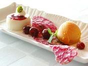 【デザート一例】お食事の最後は、甘いスイーツをお召し上がり下さい。