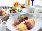 ご朝食は和定食またはアメリカンブレックファーストからお選び頂けます。