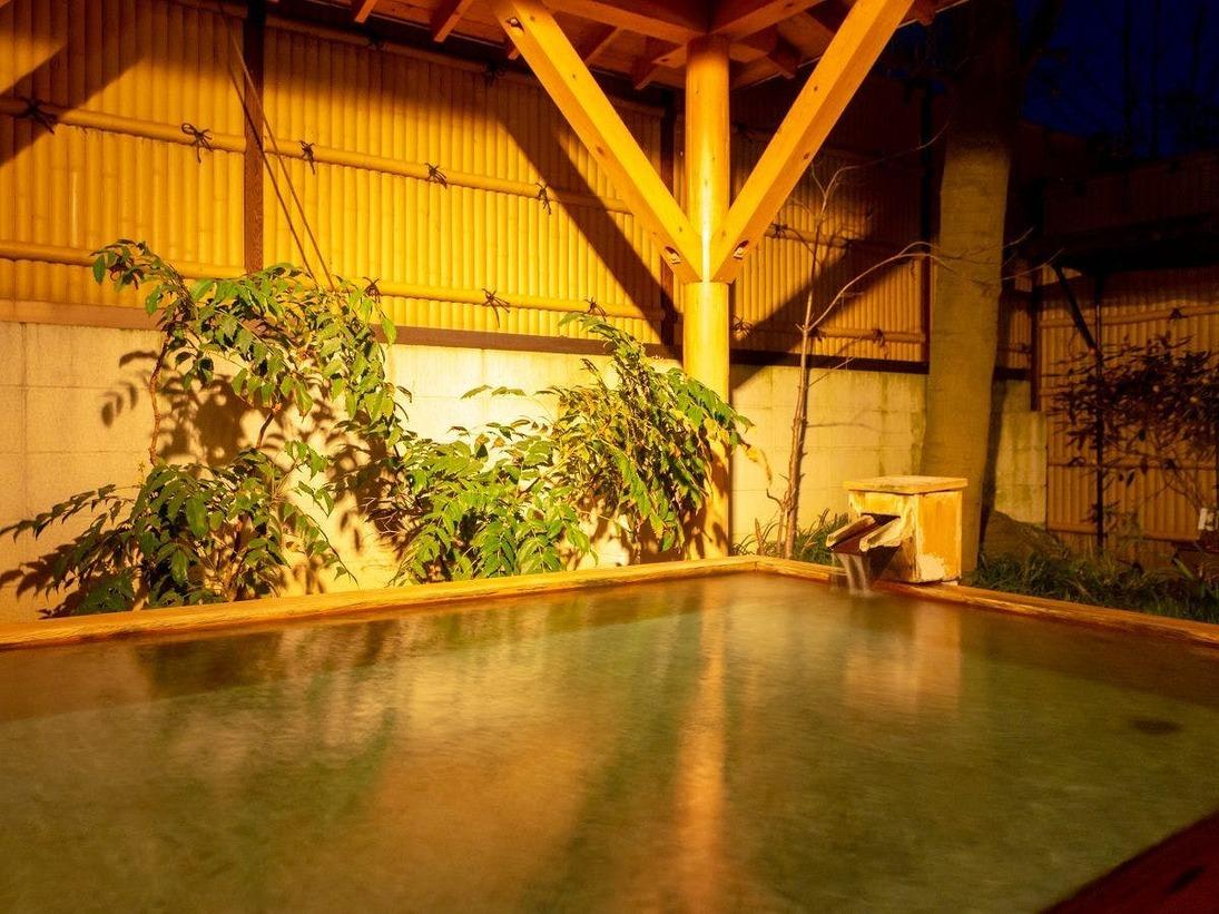 【露天風呂】14時~24時 朝5時~10時の間ご利用可能。