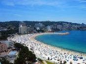 【周辺・景観】ビーチまで徒歩1分!海水浴をお楽しみいただける嬉しいサービスがいっぱい!