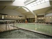 【大浴場】広々とした大浴場。露天風呂とは異なる泉質をお楽しみください。