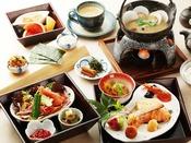 北海道の魚料理や珍味、小鍋で提供するあつあつお味噌汁など、お米を美味しく食べるために吟味した和膳朝食