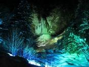 毎年2月15日~2月25日は「平湯温泉 結氷祭り」厳冬期に凍結した平湯大滝を色鮮やかにライトアップ!