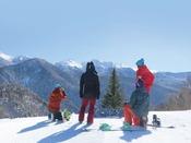 スキー場の頂上からはここでしか見られない絶景が広がる!