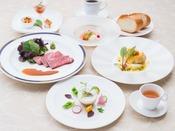 信州の夏野菜を盛り込み、彩りも鮮やかな2017年夏の基本ディナーコースイメージ。