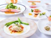 基本ディナーのイメージ写真。信州の美味しい野菜も随所に取り入れたフランス料理。