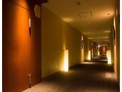 5-6階フロアでは女性を美しく魅せる照明を細部に使用しております