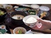 朝から食事が進むようにこだわり抜いた和朝食です。