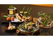 旬を丁寧にあしらった夏の会席料理の一例。