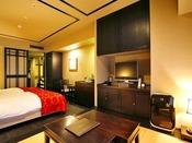 【和洋室/33平米】4.5畳の畳スペースがある和洋室。ファミリーやグループに人気の客室です。