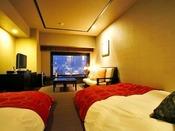 【デラックスツイン/33平米】人気No.1の客室タイプ。全室、函館山側の眺望です。
