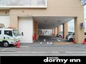 ◆駐車場入口 15:00~11:00まで1泊600円でございます♪