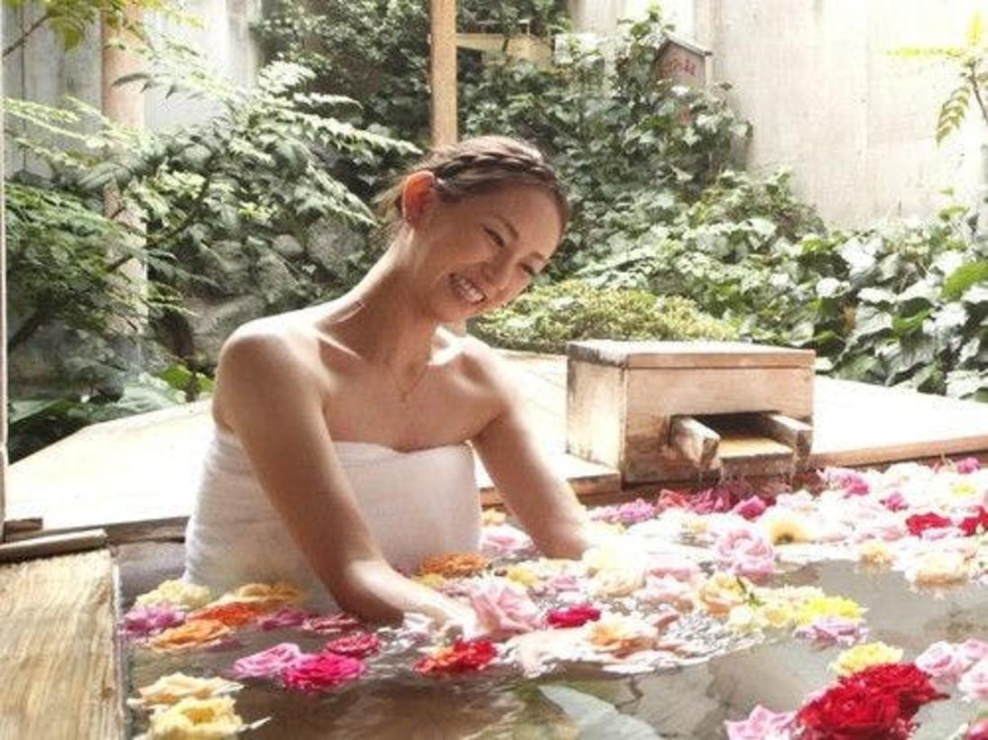 大浴場 バラ風呂(女性のみ)時間 15:00~24:00まで