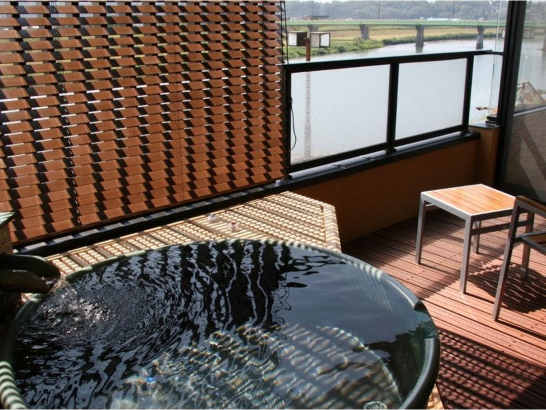 菊池川の眺めを楽しみながらゆったりとおくつろぎください。