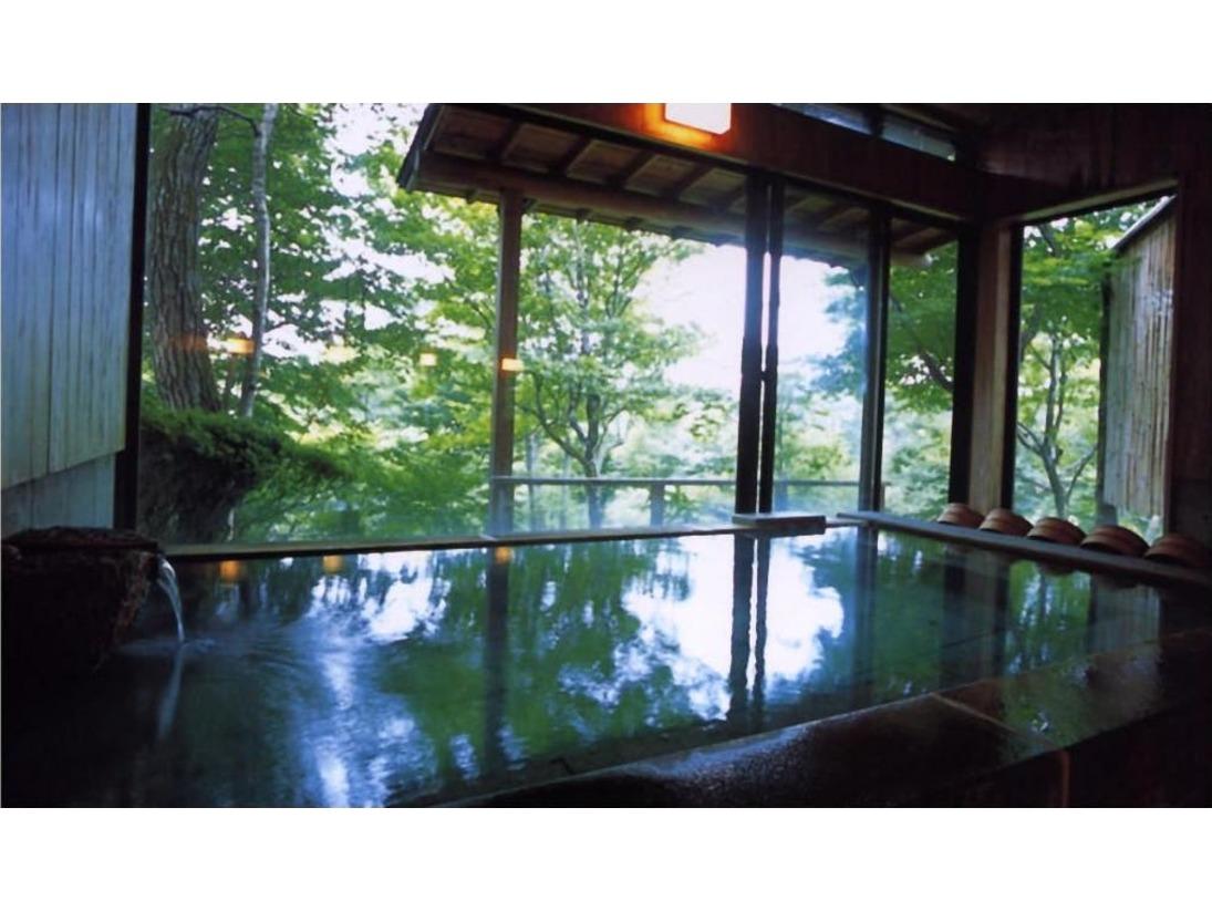 緑美しい大浴場