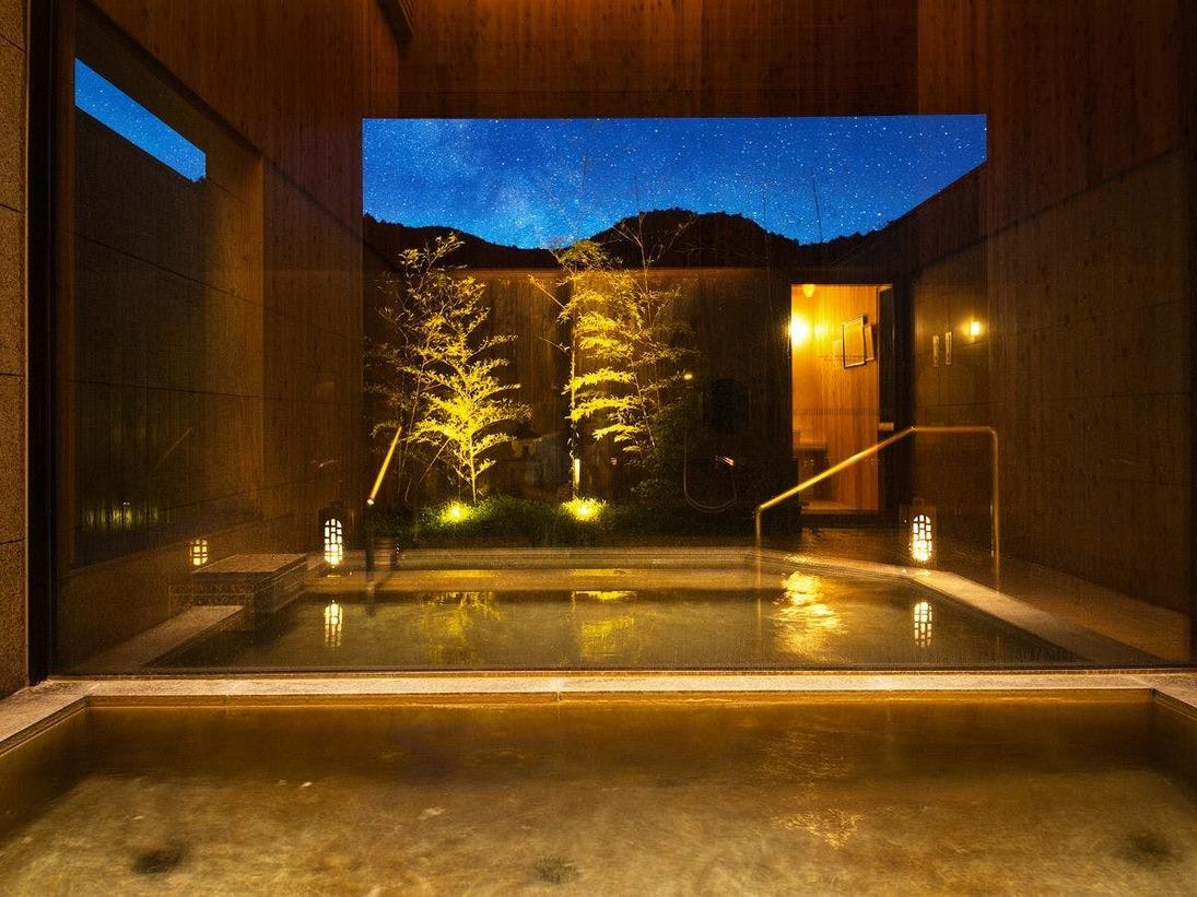 """【ご滞在サービス】客室内の檜風呂だけでなく、貸切風呂の""""天然温泉""""もお愉しみいただけます"""