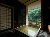 パノラマ感が人気の源泉かけ流し露天風呂付き和室