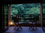 【1F】四万川を望む和風8畳+展望テラス付き客室