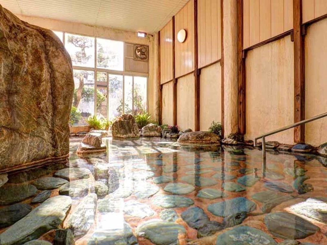 *女湯/毎分600リットルの湯量が湧く温泉