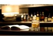 あの頃読む時間がなかったあの本を、お好みのお酒と一緒にお愉しみください。