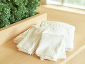 ふわっふわのタオルはバスタオル・フェイスタオルを。バスマットもご用意しております。