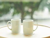 客室には清潔なマグカップを人数分ご用意しております。