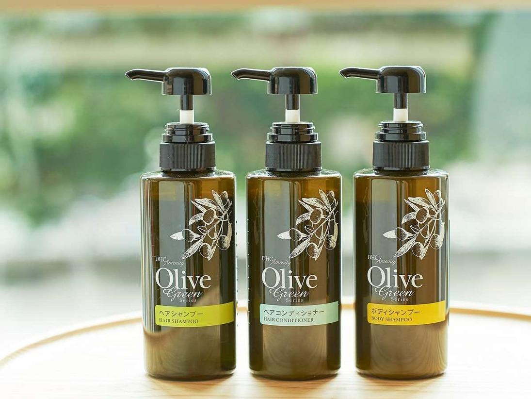フローラルな香りのシャンプー、コンディショナー、ボディーソープは備え付けでご用意しております