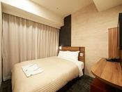 【客室】・ダブルルーム、サイズ:11.9平米~13.6平米ベッド幅:1400mm