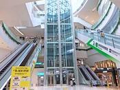 *【福岡空港・地下鉄駅直結の新エリア】地下鉄とターミナルをエスカレーター1本で結ぶ新エリアがオープン