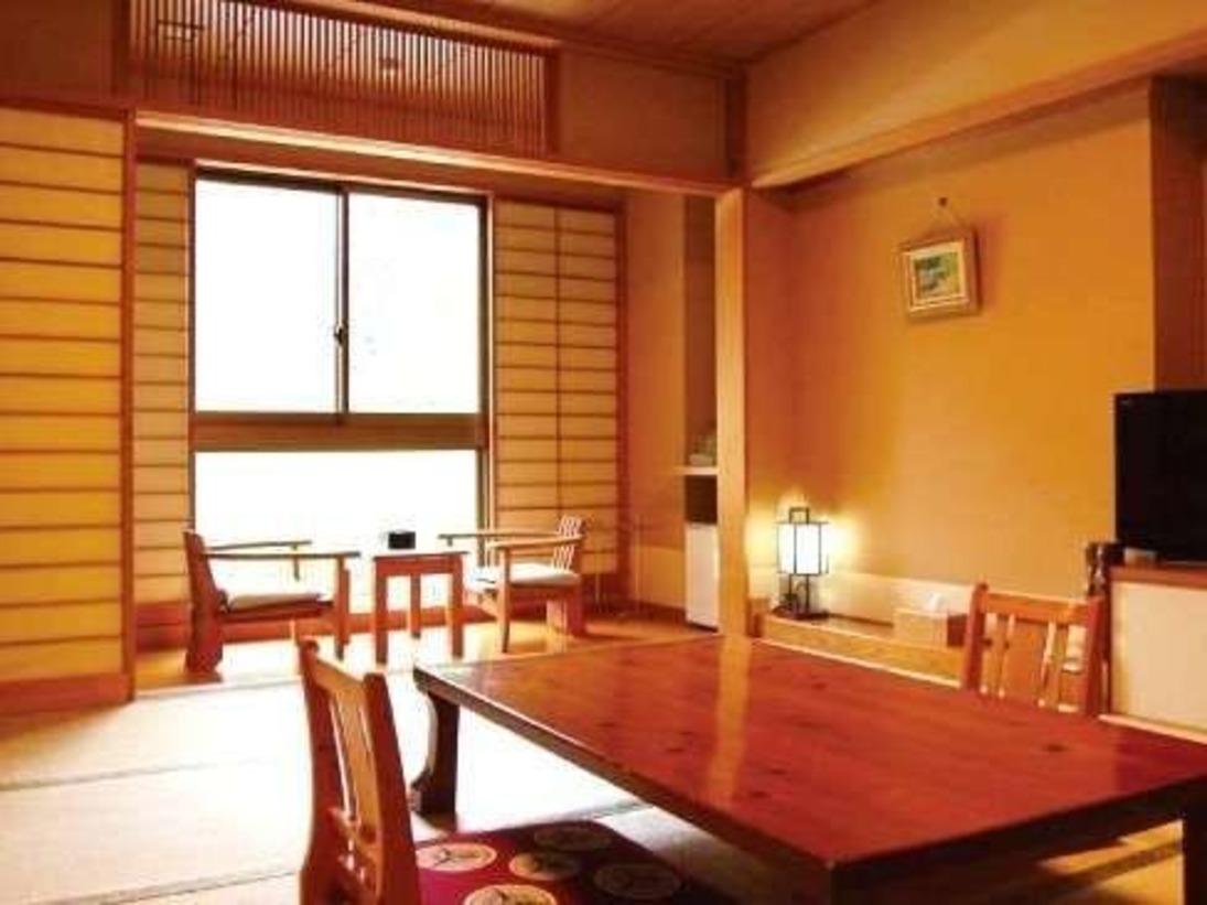 和室10畳 窓からは雄大な自然が望めます