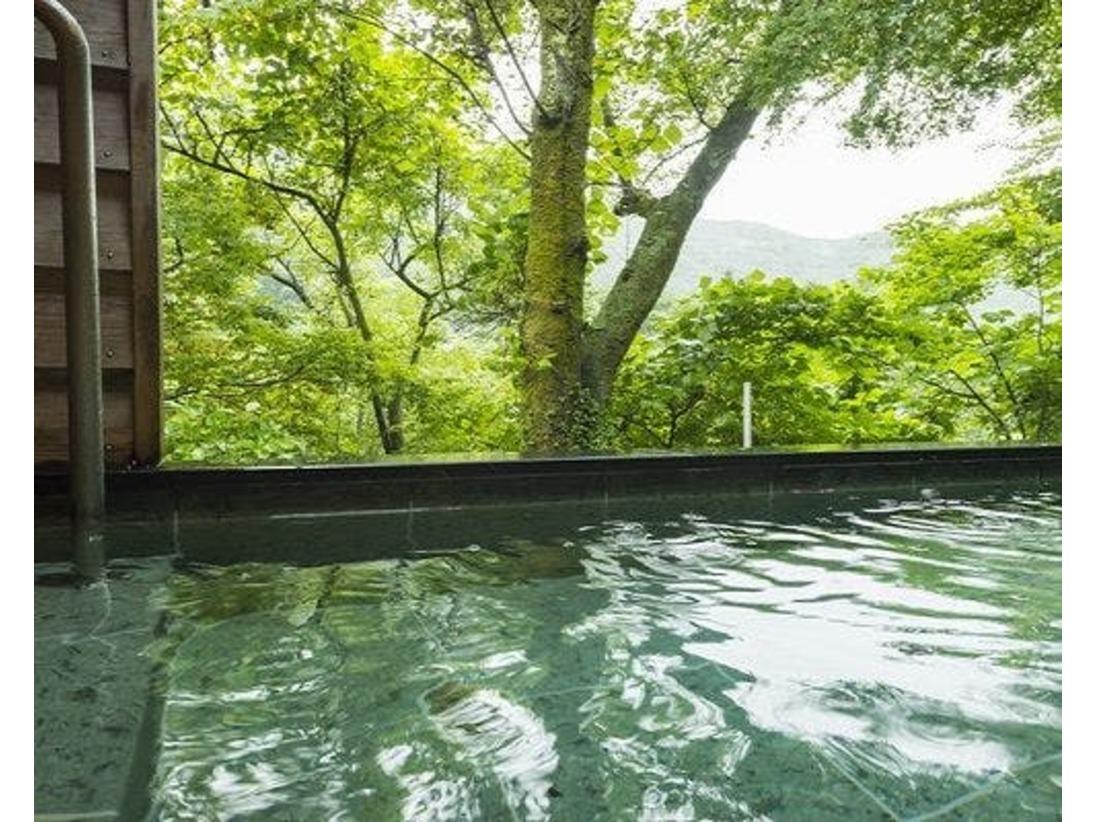 【露天風呂】四季折々の風景を愉しみながらの湯浴み