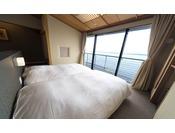 海に面したベッドは、朝起きると目の前に七尾湾が広がっています。