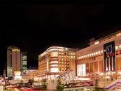 写真(左)センチュリーロイヤルホテル(中)大丸デパート(右)JR札幌駅