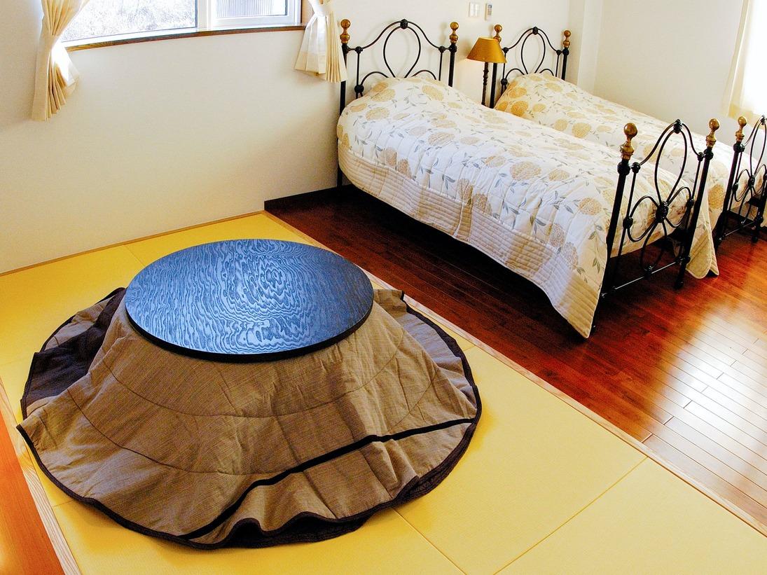 【和洋室一例】足を伸ばしてお寛ぎいただける畳スペースが人気♪