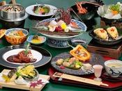 会席料理「月夜見」※イメージ。伊勢海老造り、天然河豚旨鍋、鮑の天麩羅など